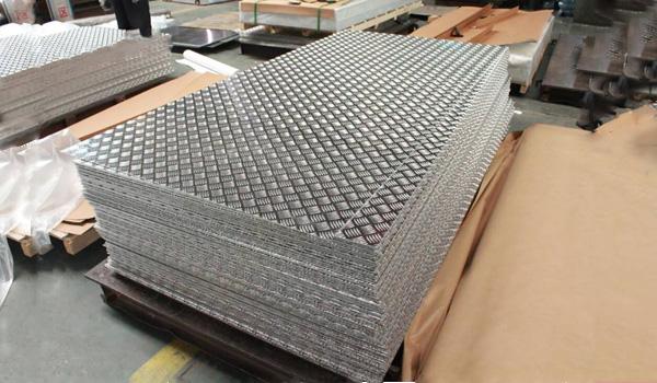 plancha estrida de aluminio